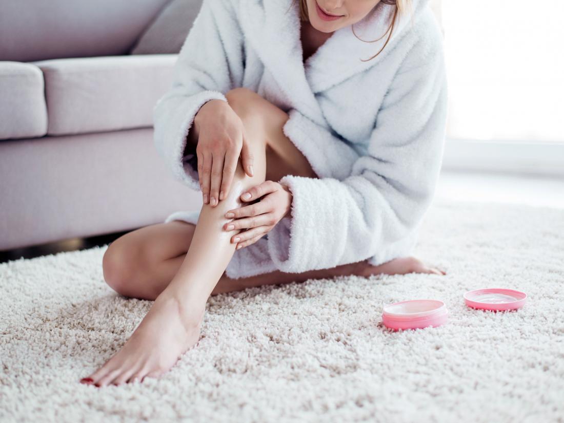 woman-applying-lotion-to-get-rid-of-razor-bumps